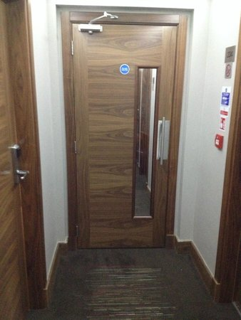 Best Western Palm Hotel : This door separates isles from section to section. Very useful to keep noise away from rooms