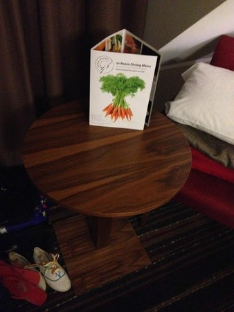 BEST WESTERN Palm Hotel: Small coffee table