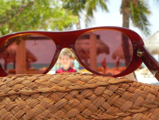 IBEROSTAR Paraiso Del Mar: beach trhough the glasses
