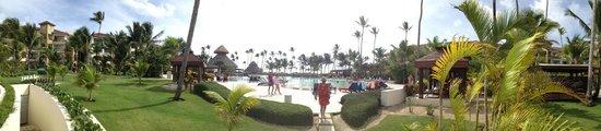Now Larimar Punta Cana: Pool area