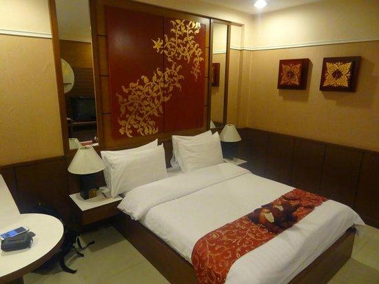 Mariya Boutique Residence at Suvarnabhumi Airport: Das Bett - sauber, gute Matratze - man fällt sofort in einen tiefen Schlaf