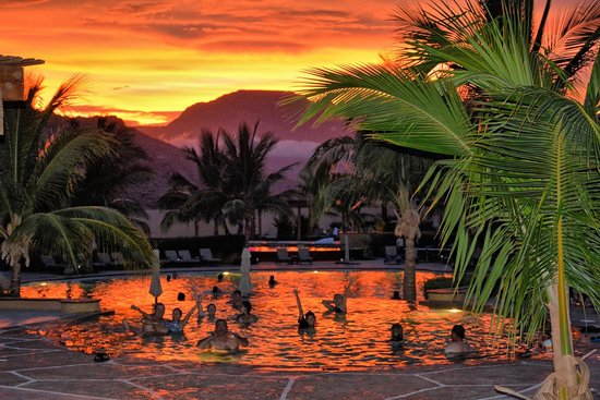 Villa del Palmar Beach Resort & Spa at The Islands of Loreto: Sunset by the pool