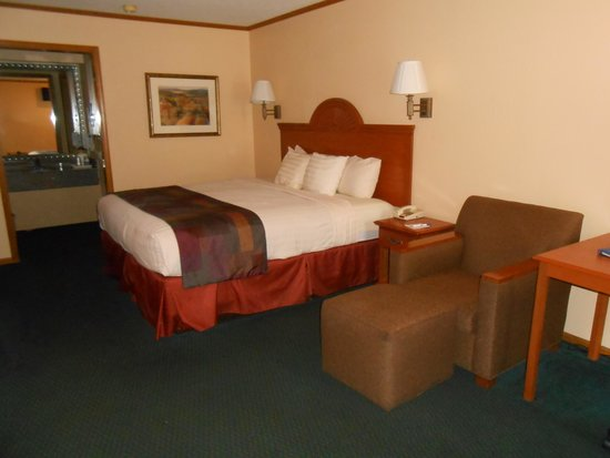 BEST WESTERN Country Inn - North: Bed