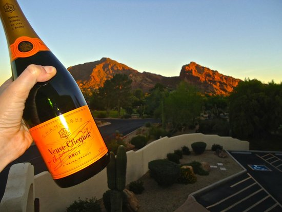JW Marriott Scottsdale Camelback Inn Resort & Spa: Cheers to the most beautiful hotel!