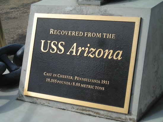 USS Arizona Memorial/WW II Valor in the Pacific National Monument : Plaque on the USS Arizona's anchor monument
