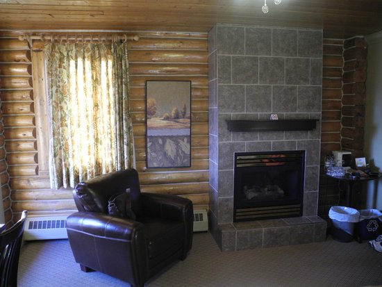Overlander Mountain Lodge: Mountain view room