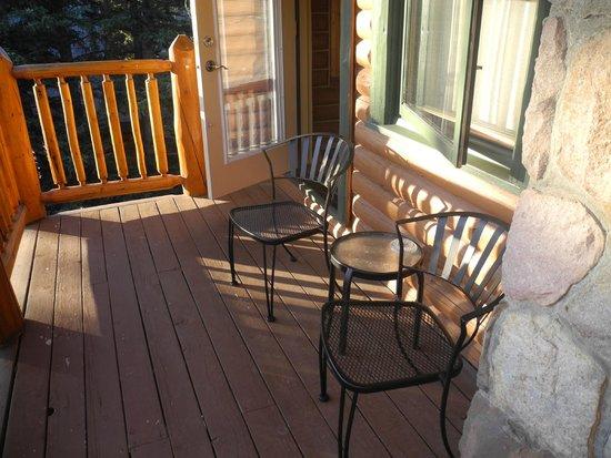 Overlander Mountain Lodge: balcony