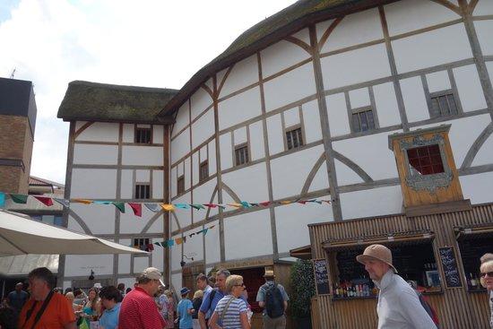 Shakespeare's Globe Theatre: Globe Theatre