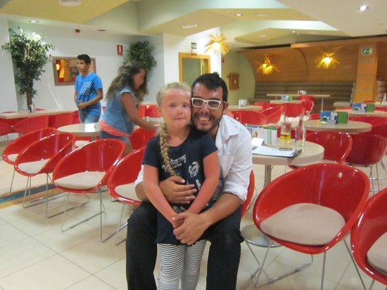 Cordial Mogan Valle: Kids entertainment manager and my daughter Daisy
