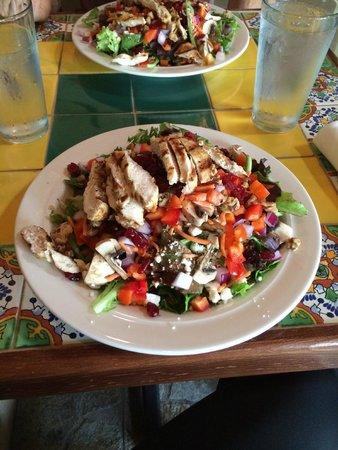 Xetava Gardens Cafe: Cluck Cluck in a Garden Salad
