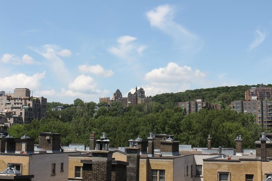 Residence Inn Montreal Westmount: A great view from the room to watch the sunset