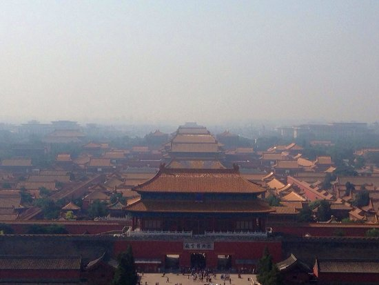 Jingshan Park (Jingshan Gongyuan): The view from atop the hill overlooking the Forbidden City