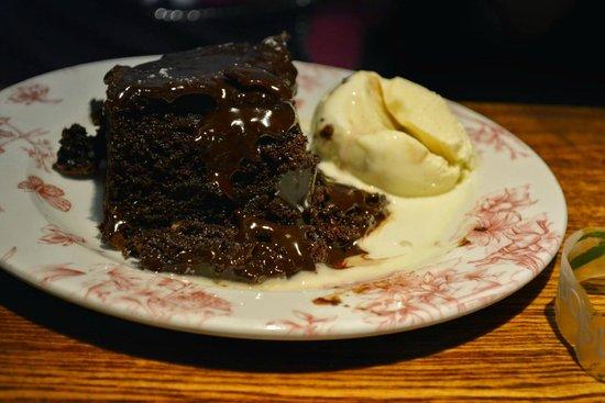 St. George's Tavern: Chocolate cake with Vanilla ice cream