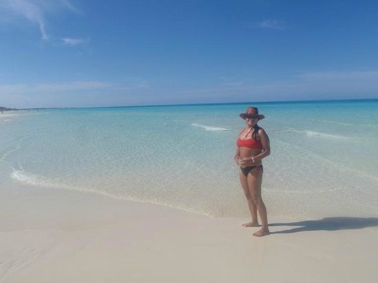 Memories Paraiso Beach Resort : You can walk for miles and miles.  So clear!