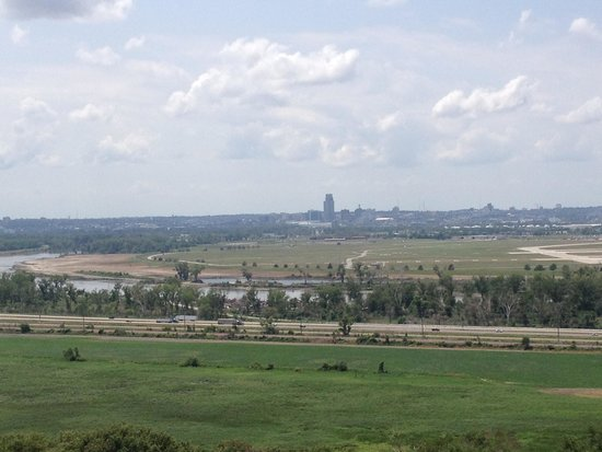 Lewis and Clark Monument and Scenic Overlook: the view toward Omaha