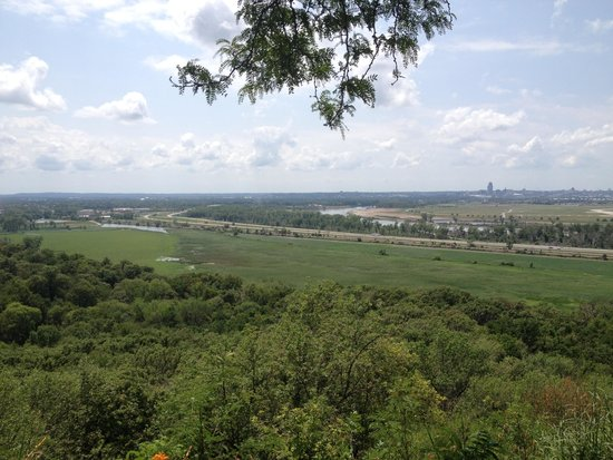 Lewis and Clark Monument and Scenic Overlook: the view of the valley along the Missouri River