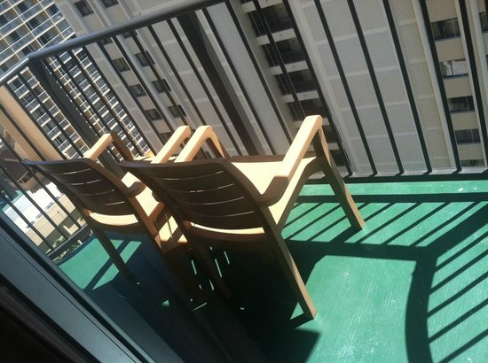 Waikiki Resort Hotel : balcony, two chairs with small table