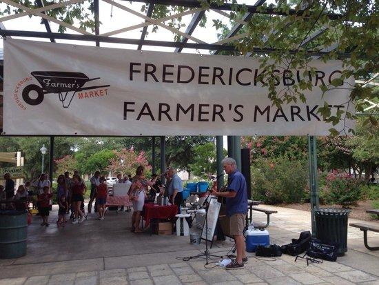 Fredericksburg Farmers' Market: The music set the evening.
