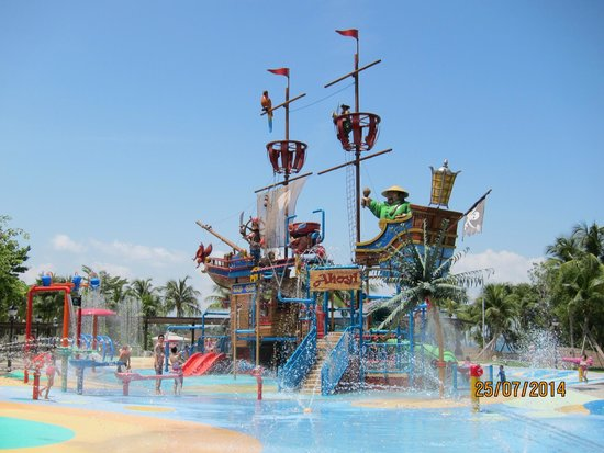 Port Of Lost Wonder: The pirate ship!