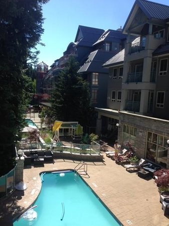 Summit Lodge Boutique Hotel: Pool-view room.