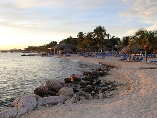 Sunscape Curaçao Resort Spa & Casino: Beach area/Steakhouse restaurant overlooking the water