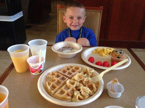Hampton Inn & Suites Lino Lakes: Yummy breakfast!
