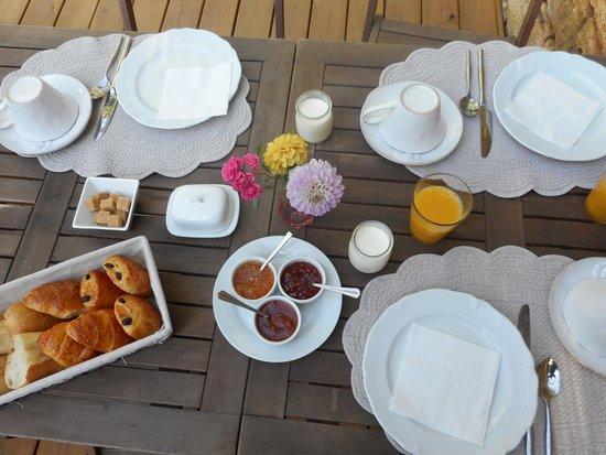 La Roche d'Esteil: Breakfast