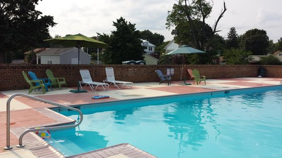 River Edge Inn: pool