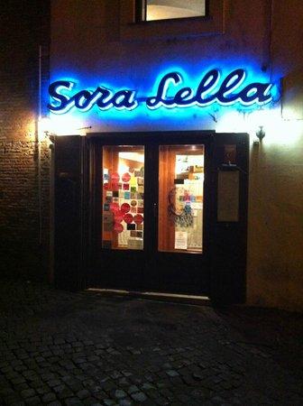 Esterno del ristorante foto di sora lella roma for L esterno del ristorante sinonimo