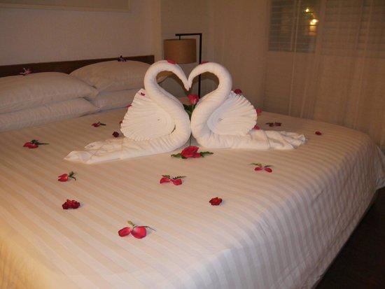 Banthai Beach Resort & Spa: Presentation when we check-in, our wedding anniversary.