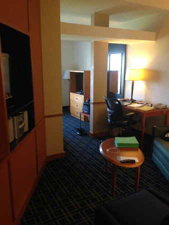 Fairfield Inn & Suites by Marriott Newark Liberty International Airport : Hotel room