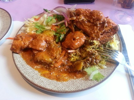 Chauhans India Grill House & Banquet : Indian food selection