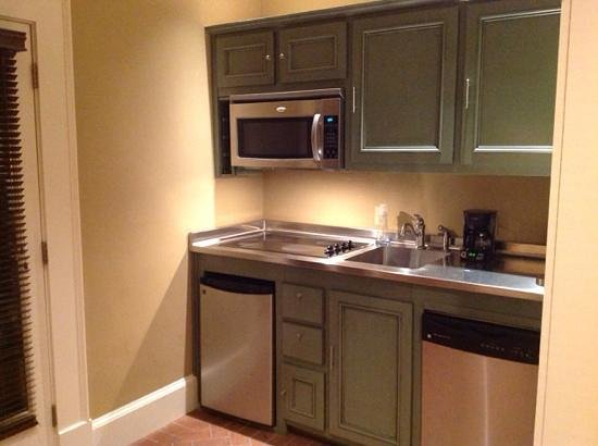 The James Madison Inn: kitchenette in suite 1