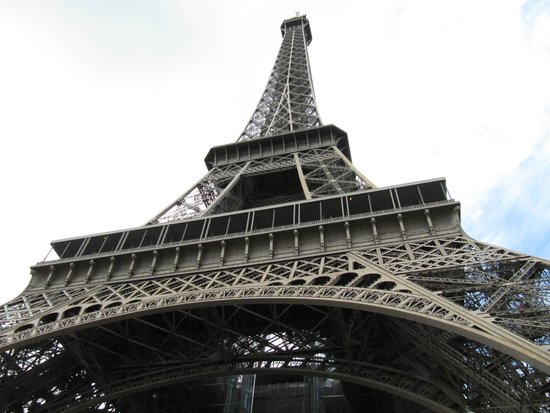 Tour Eiffel : Tower from the base.