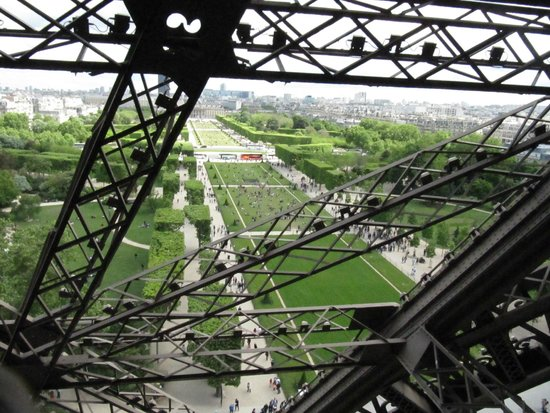 Tour Eiffel : View from walkway.