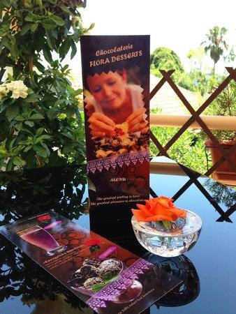 Flora's Chocolate and Wine: меню на столе