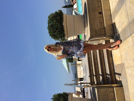 Montage Beverly Hills: Бассейн на крыше. Красивый вид на город.
