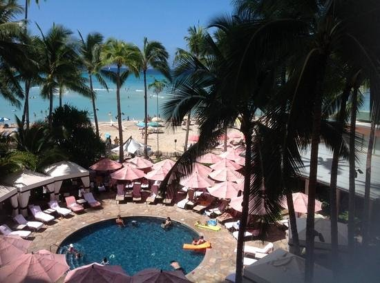 The Royal Hawaiian, a Luxury Collection Resort : Royal Hawaiian Hotel beach area