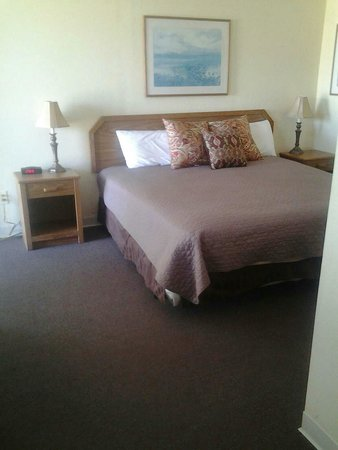 Capt.'s Inn & Suites: This is the room im staying in, the beds are nice and comfortable.  The rooms are nice and clean