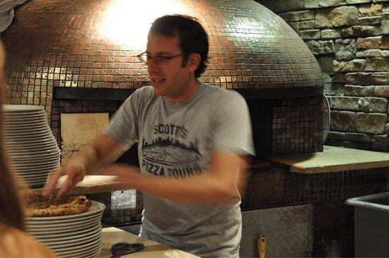 Scott's Pizza Tours: Scott