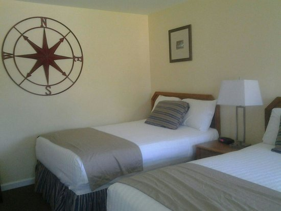 Capt.'s Inn & Suites: My sons room, the rooms look fantastic and are very clean. Once again the staff is fantastic wou