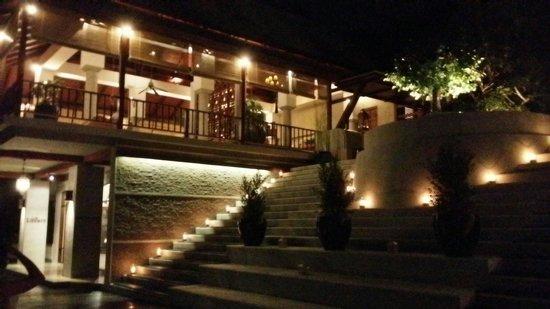 Villa Zolitude Resort and Spa: Lobby at night
