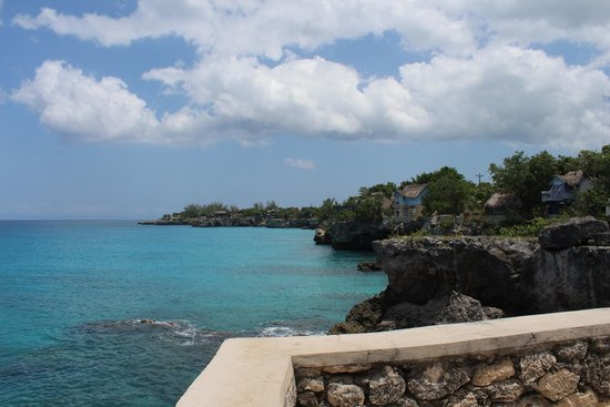 Negril Lighthouse: resorts to the north