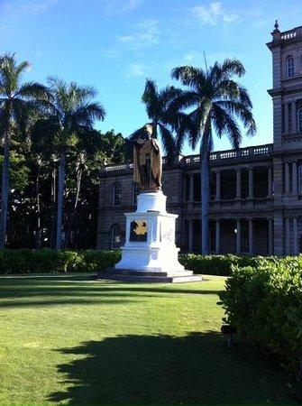 Iolani Palace: King Kamehameha Statue