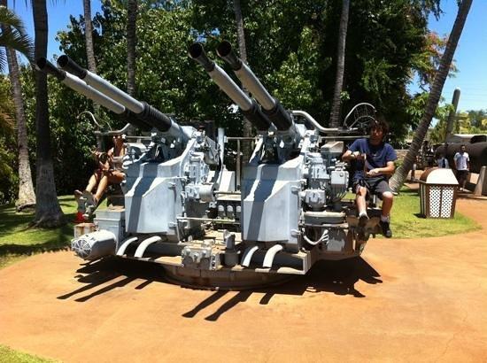 USS Bowfin Submarine Museum & Park: anti aircraft guns Bowfin