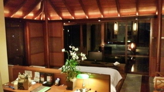 Villa Zolitude Resort and Spa: Room at night