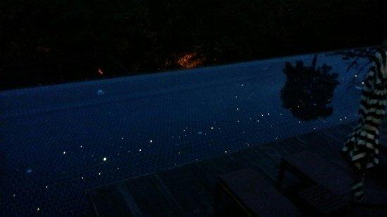 Villa Zolitude Resort and Spa: Main pool at night