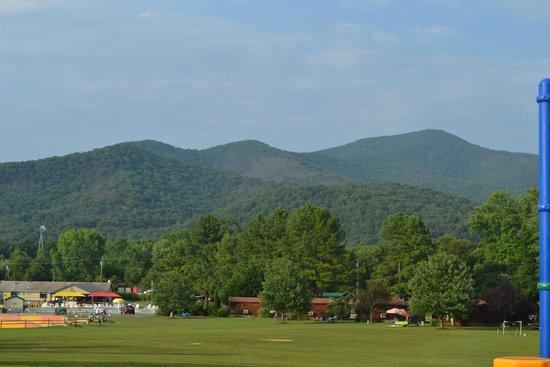 Yogi Bear's Jellystone Park Camp-Resort Luray: Breathtaking view of the Blue Ridge Mountains