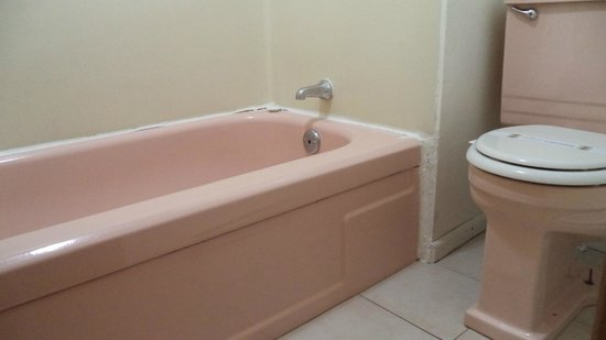 City Center Best Rates Motel: bathtub