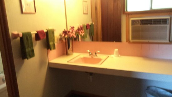City Center Best Rates Motel: view of bathroom sink area
